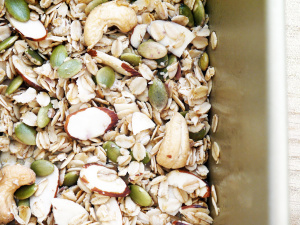 Simple Crunchy and Sweet Granola